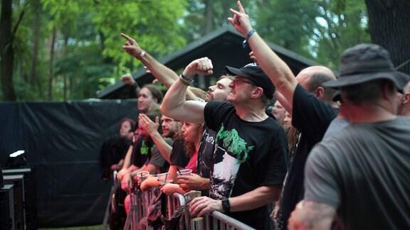 """Das Festival """"Rock unter den Eichen"""" in Bertingen"""