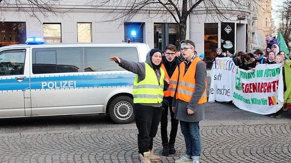 Franka Kretschmer vernetzt in Magdeburg alle Bewegungen, die für den Klimaschutz und gegen Rechts auf die Straße gehen.