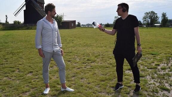 Björn Thomas und Sören Thümler während eines Interviews