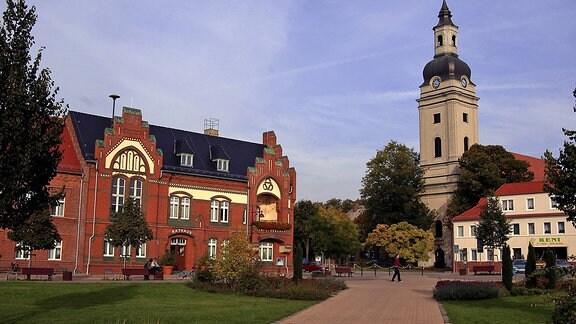Marktplatz mit Kirche und Rathaus in Genthin