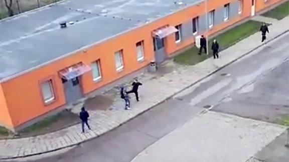 Tätlicher Angriff vom Sicherheitspersonal auf Asylbewerber in der ZASt in Halberstadt
