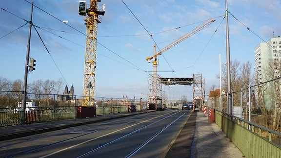 Blick auf die Anna-Ebert-Brücke