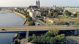 Die Elbe in Magdeburg mit Blick auf den Strombrückenzug und den Dom   MDR/Hanns-Georg Unger