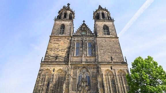 Blick auf die Fassade des Doms in Magdeburg