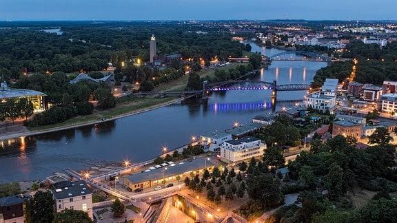 Magdeburg am Abend Luftbild