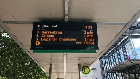 Straßenbahnhaltestelle Anzeigetafel Abfahrtszeiten
