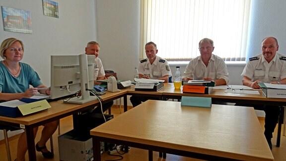 Auswahlkommission der Polizei-Fachhochschule Aschersleben, 2.v.r. Gesprächsleiter Guido Sünnemann