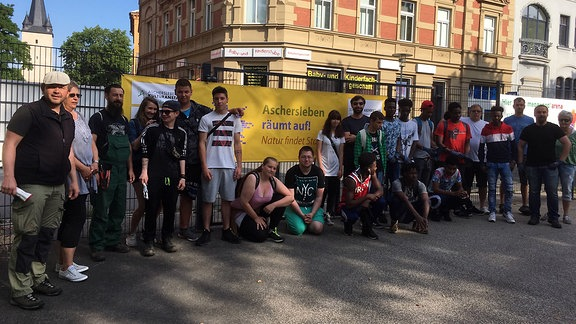 Eine Gruppe junger Leute in Aschersleben