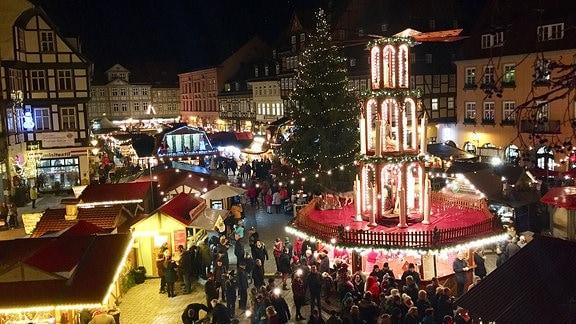Buntes Treiben auf dem Quedlinburger Weihnachtsmarkt