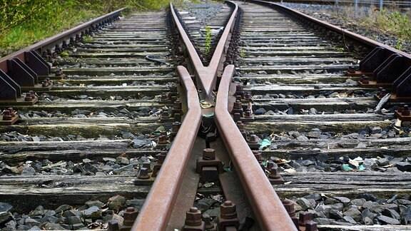 Gleise einer stillgelegten Bahnstrecke