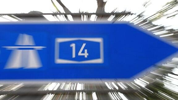 Ein Straßenschild der Autobahn 14.