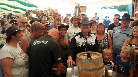Bierfassanstich im Festzelt beim Pferdemarkt Havelberg