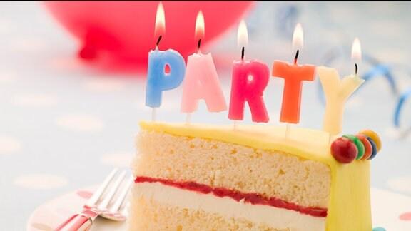 Geburtstagstorte mit Party-Kerzen