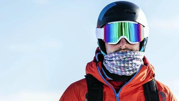 Mann in Ski-Bekleidung