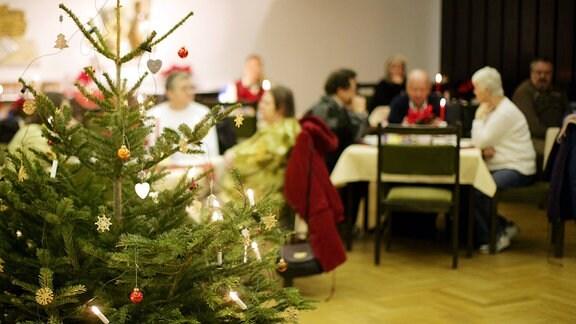 Weihnachtsfeier für Alte, Kranke, Einsame, Arme und Obdachlose in der Dreikönigskirche in Dresden