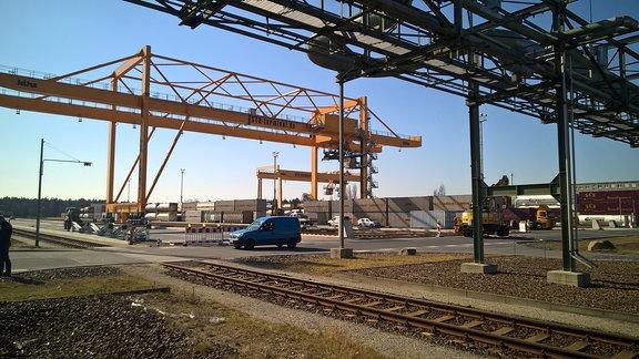 BASF-Werke in Schwarzheide: Der Logistiker Bertschi investiert 12 Mio Euro in die Erweiterung seines Güterterminal.