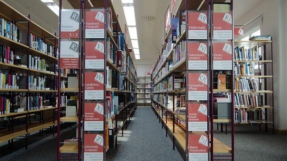 Regale in der Bibliothek Kamenz