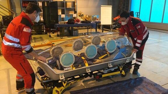 Die DRF Luftrettung in Bautzen hat einen EpiShuttle zum Transport von Covid19-Patienten erhalten.