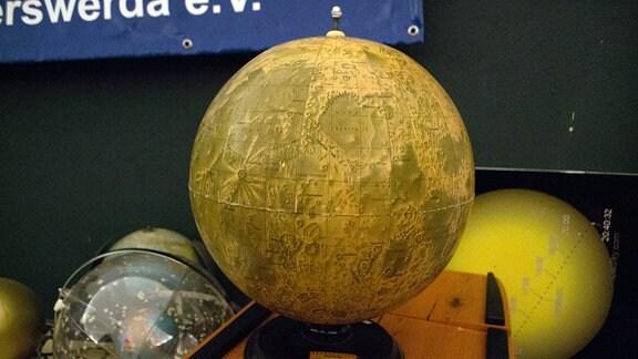 Globus des Mondes im Planetarium Hoyerswerda.