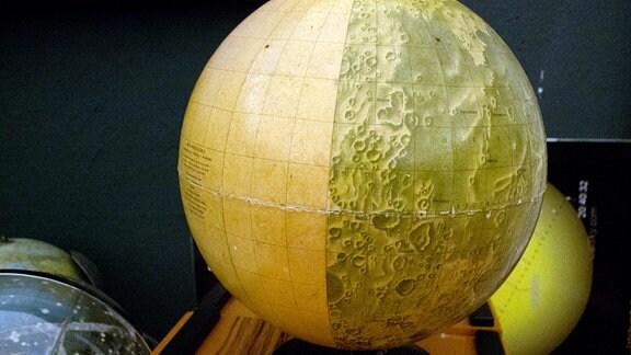 Globus des Mondes im Planetarium Hoyerswerda