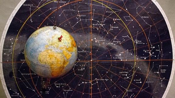 Schautafel der Sternbilder im Planetarium Hoyerswerda.
