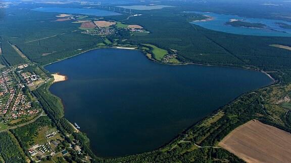 Luftaufnahme des Dreiweiberner Sees