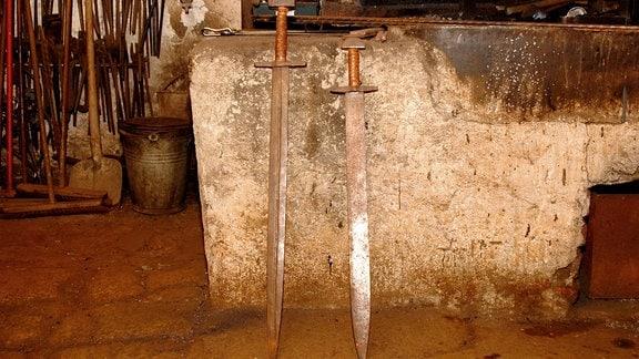 Handgeschmiedete Schwerter.