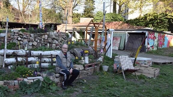 Dieter Golldamm im sogenannten Stadtteilgarten.