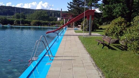 Schwimmbecken, Rutsche
