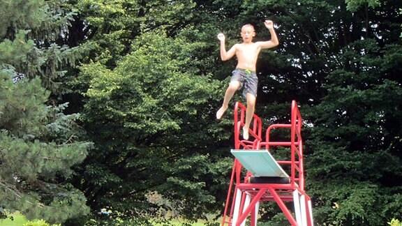 Kinder, Sprungturm, Schwimmbecken