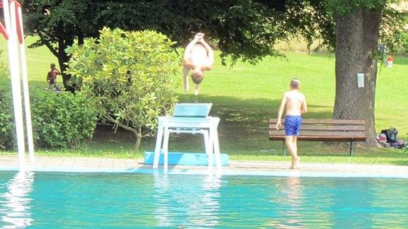 Kinder, Sprungbrett, Schwimmbecken