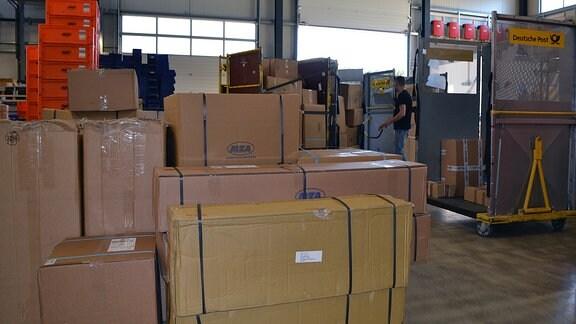 Die Firma AKF in Bautzen handelt mit Simson-Ersatzteilen.