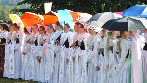 Sorben in Tracht bei einer Prozession