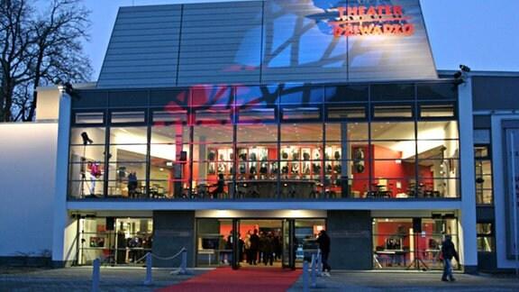 Bautzen- Deutsch-Sorbische Volkstheater_Außenansicht_Suschke