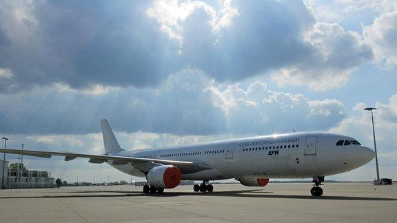 Ein A330-Passagierflugzeig trägt die Aufschrift Umrüstkandidat