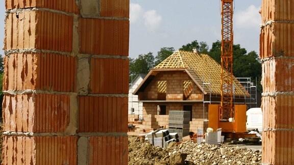 Baustelle mit Einfamilienhaus