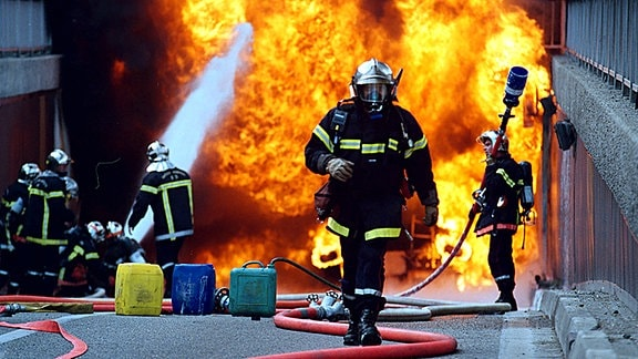 Menschen die täglich freiwillig durchs Feuer gehen - Freiwillige Feuerwehr