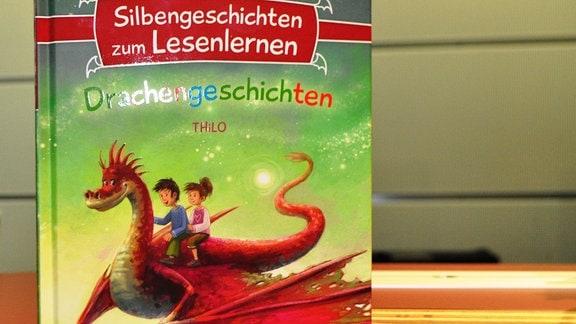 """Buch mit der Aufschrift """"Drachengeschichten"""""""