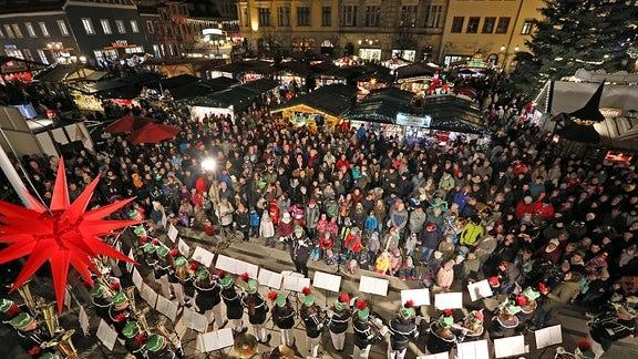 Blick auf den Zwickauer Weihnachtsmarkt
