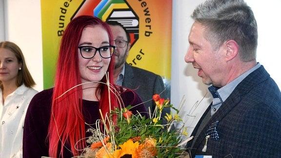 Xenia Böhme bei der Preisverleihung des Bundeswettbewerbs Fahrzeuglackierer