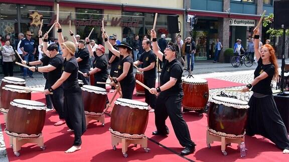 eine Trommelgruppe auf dem hutfestival Chemnitz