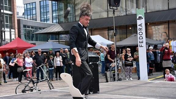 ein Künstler auf dem Hutfestival Chemnitz