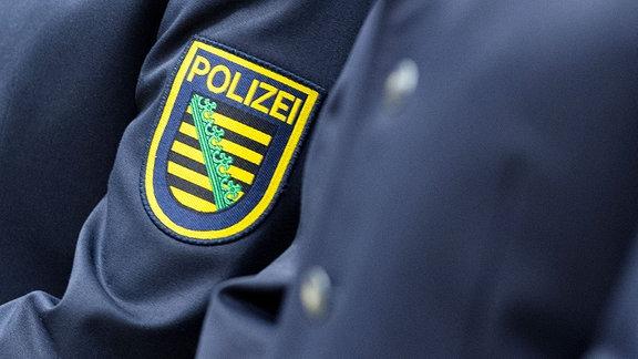 Wappen der sächsischen Polizei an Uniformen