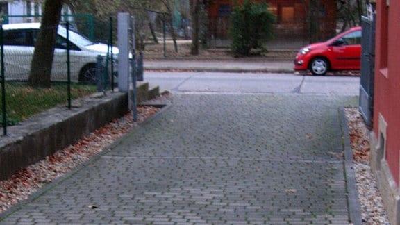 Aufnahmen von 19. November 2018 aus der Hermsdorfer Straße in Dresden. Obwohl es noch nicht winterlich war, rückte bereits der Winterdienst der Vonovia an