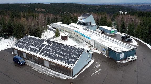 Die neue Solaranlage der Bobbahn von Altenberg in der Draufsicht.