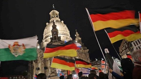 Proteste anlässlich des 200. Spaziergangs von Pegida
