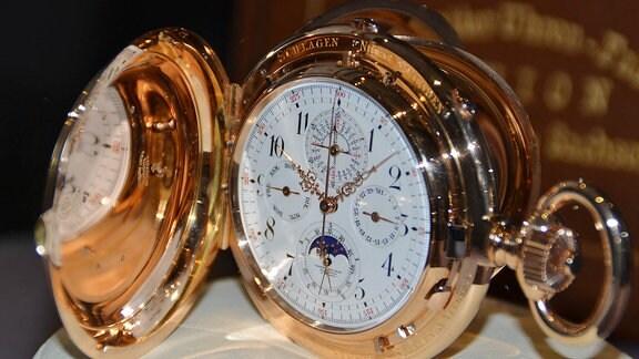 40 Modelle, alles Leihgaben von Sammlern und BEsitzern in Deutschland lassen die Herzen von Uhrensammler-Fans höher schlagen.