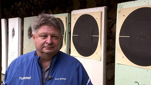 Besuch beim Dresdner Schützenverein des Ex-Soldaten Robert K., der mutmasslich eine alte Frau ermordet hat und sich diese Woche ein Schießerei mit der Polizei lieferte, bevor er sich selbst erschoss