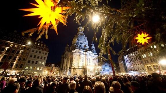 Weihnachtliche Vesper an der Dresdner Frauenkirche.