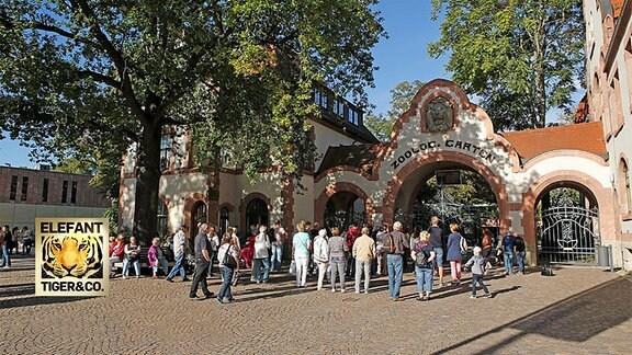Gäste vor dem Leipziger Zoo